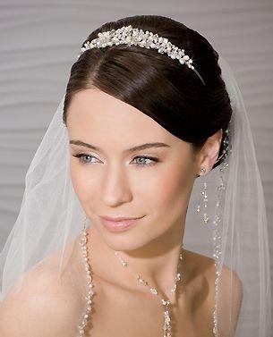 Foto 1 de 30 Romantica tiara de novia con cristales y perlas. | HISPABODAS
