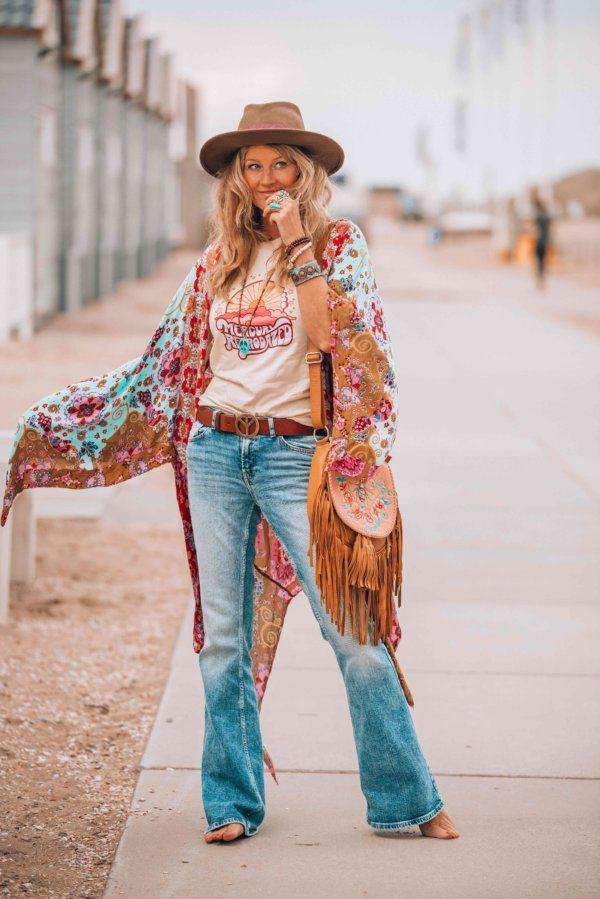How To Create A Perfect 70s Vintage Summer Look In Just 6 Easy Steps In 2020 Hippie Style Clothing Hippie Outfits Womens Graphic Tees Vintage