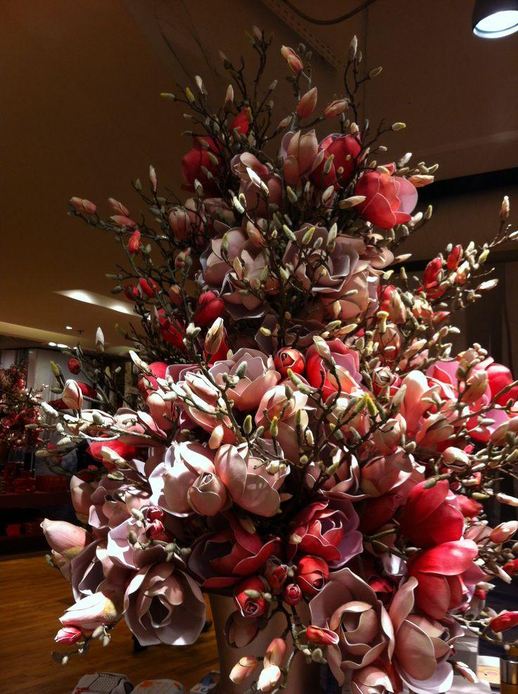 Albero completamente fatto di fiori!