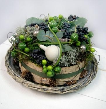 Kerstbloemstuk - Kersttaart op schaal vers