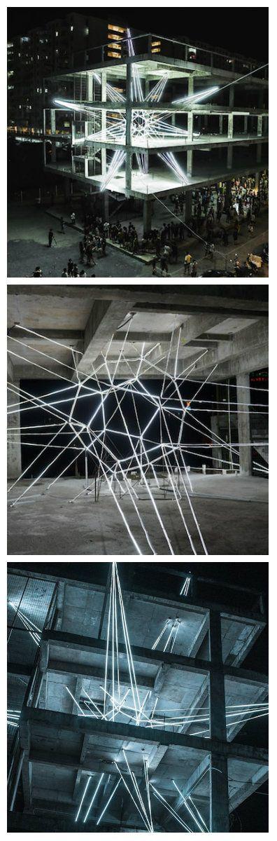 В Пенанге (Малайзия) упала с неба Звезда… Сконструированная из стальных тросов и более 500 метров светодиодных лент, она – последняя на сегодняшний день световая инсталляция художника Jun Hao Ong. #светодиоды #подсветка #освещение #светодизайн #дизайнсвета #светодиодноеосвещение #светодиоднаяподсветка #световаяинсталляция #светодиоднаяинсталляция #свет #шоу