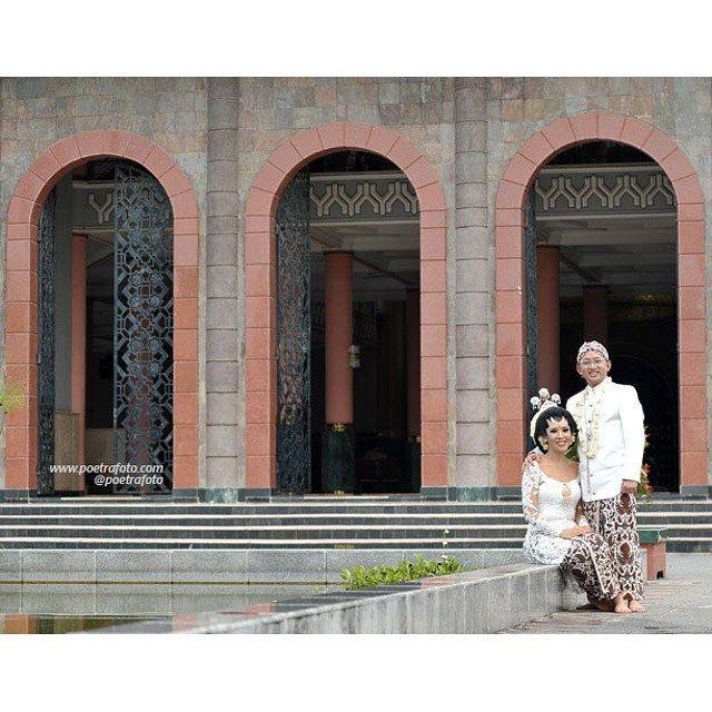 #Foto #Pengantin #Perkawinan #Pernikahan #Muslim #Jawa #Wedding Puteri+Rifki at #Masjid Kampus UGM #Yogyakarta #Indonesia by Poetrafoto, http://poetrafoto.com