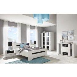 Moderne slaapkamer uitgevoerd in de kleuren mat wit gecombineerd met hoogglans zwart.