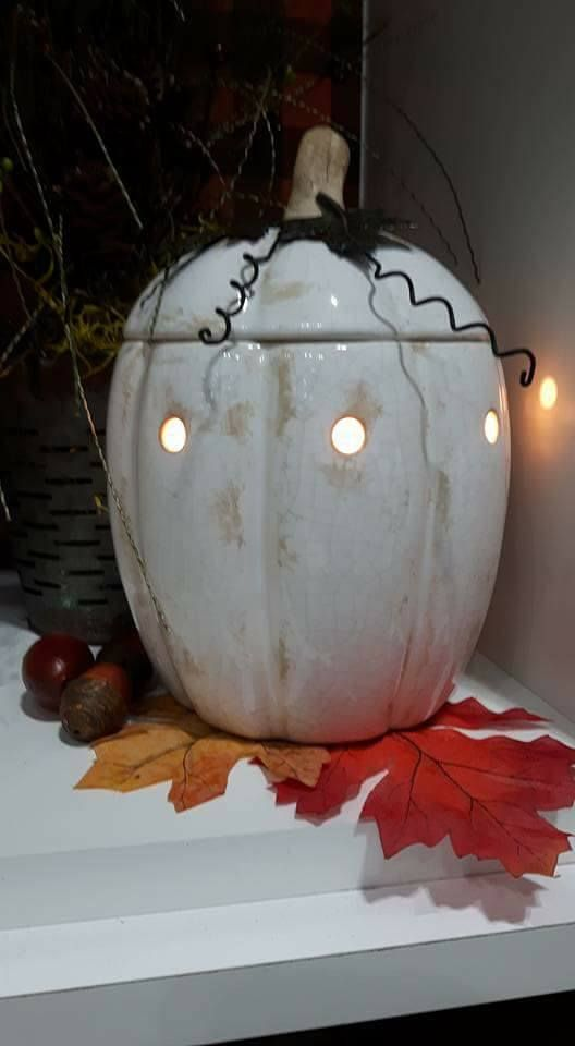 Scentsy fall winter 2017 warmer Rustic Pumpkin