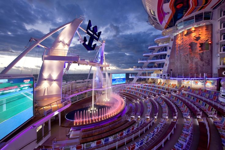 Aquatheater - Allure of the Seas