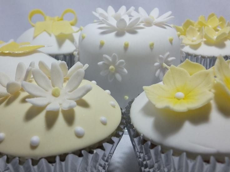 Springtime cupcakes by Cupcakes à la carte