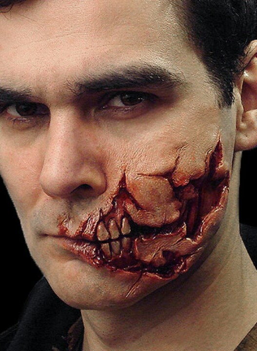 The effects used in this are very well done. I love the teeth showing through in the wound which look very realistic. Another feature which I really like in the wound is very jagged and gory but doesn't go over board with the blood so it is easy to see all the detail.
