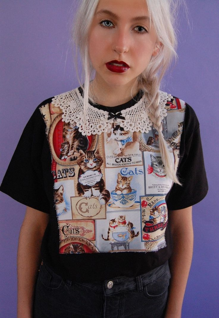 Victorian cats tee. Cute lace collar & bow detail. Sizing: S - (UK 6/8) M - (UK 10/12) L - (UK 14/16) XL - (UK 18/20) Model wears our size S Sh...