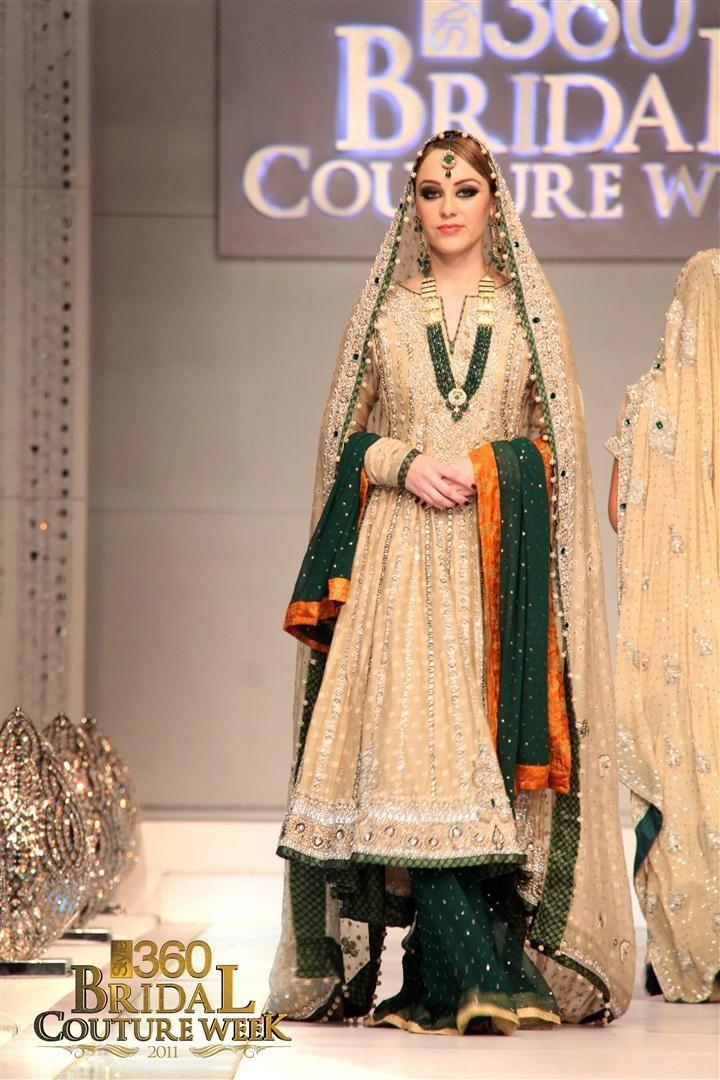 17 best ideas about mehndi dress on pinterest pakistani for Pakistani wedding mehndi dresses