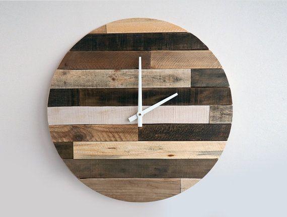 Handgemachte hölzerne Wand hängen Uhr mit Metall Händen ist aus echten verwitterte Holz hergestellt. Diese große alte charmante Uhr wird in jedem Raum oder Büro eine Erklärung abgeben.  Uhren können aufgehängt werden.   ABMESSUNGEN ‾‾‾‾‾‾‾‾‾‾‾‾‾‾‾‾‾‾‾‾‾‾ Durchmesser: 60cm (23,6)  ✗ Benötigt 1 AA Batterie (nicht enthalten)  VERSAND ‾‾‾‾‾‾‾‾‾‾‾‾‾‾‾‾‾‾ Weltweiten Express-Versand Tracking-Nummer wird zur Verfügung gestellt Geschätzte Versandkosten Lieferzeit: ±10 Werktage