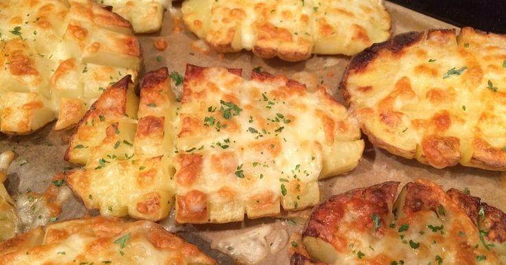 Wat een feest was dit. Kaasaardappelen uit de oven. Wij eten graag aardappelen en zeker als ze uit de oven komen ( zie ook hier ). Met een ...