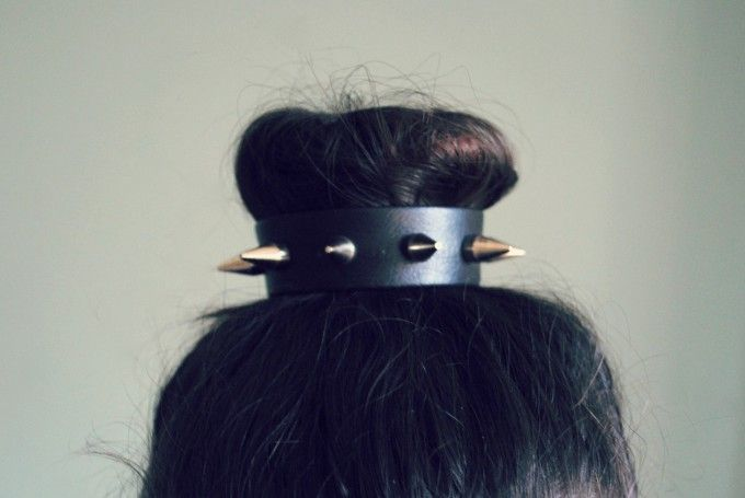 To Die For DIY: Studded Bun CuffDiy With Studs, Buns Sponge, Diy Studs, Buns Cuffs, Studs Buns, Buns Wraps, Awesome Buns, Hair Accessories, D I I Studs