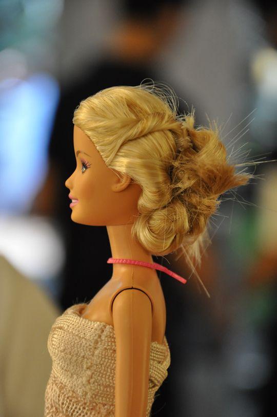 A convite da Lolita Hanud, da marca Lolitta, fizemos o cabelo da boneca Barbie que foi doada para o leilão beneficente da Saint Paul´s School