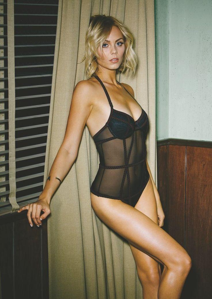Laura Vandervoort 30