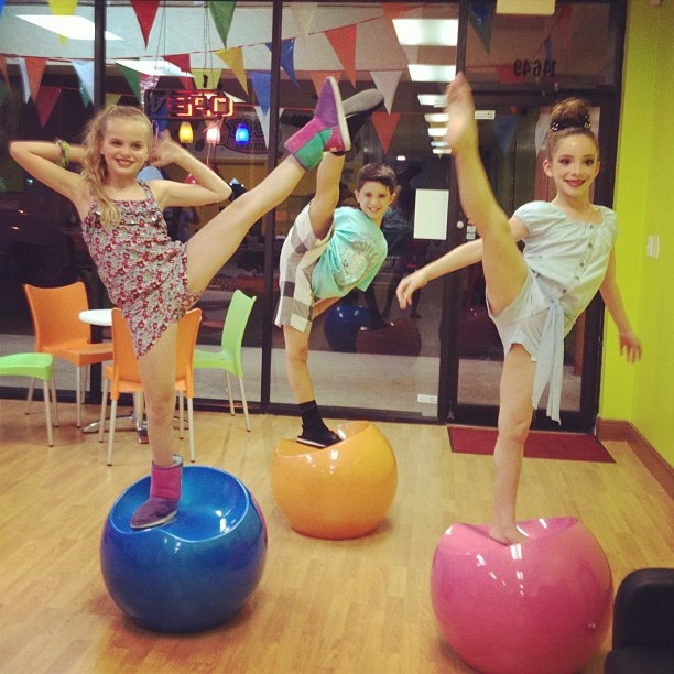 dance moms miami sammy and lucas dating Follow/fav dream on a star by: paige has just moved all the way to miami to attend starz dance studio with her sister a dance moms and dance moms miami fanfic.