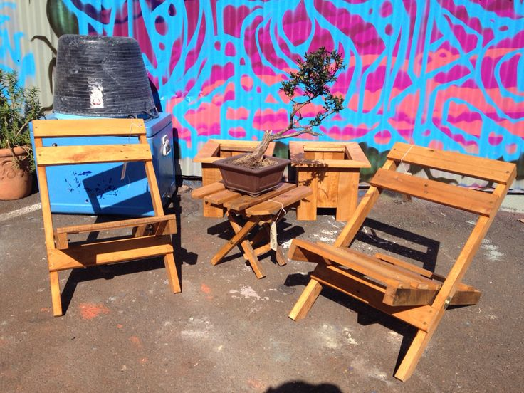Pallet Chairs & Table, flat foldable