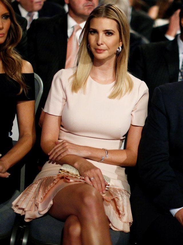 大接戦の末、アメリカ大統領の座を掴んだドナルド・トランプ。その選挙戦を隣で応援し続けていた娘のイヴァンカ・トランプのファッションがおしゃれすぎると話題に! それもそのはず、自身のファッションブランドを経営しており、さらに父トランプの会社である複合企業「トランプ・オーガナイゼーション」の副社長も務めると才色兼備そのもの。そんな彼女の知性と気品溢れる選挙応援スタイルをプレイバック。