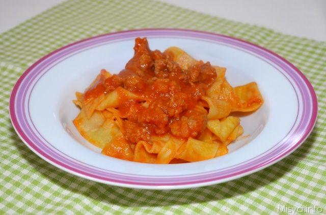 Pappardelle con ragù di salsiccia. Scopri la ricetta: http://www.misya.info/2013/04/13/pappardelle-con-ragu-di-salsiccia.htm