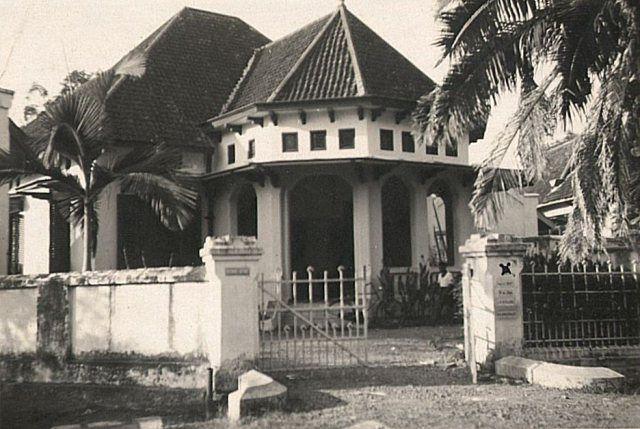 Soerabaja: Goebeng Boulevard 31