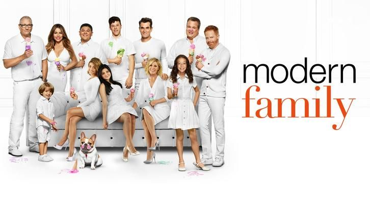 Modern Family I Love A Parade Review God Bless America Hold For Applause Modern Family Episodes Modern Family Season Premiere