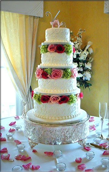 Songs decorated wedding cake