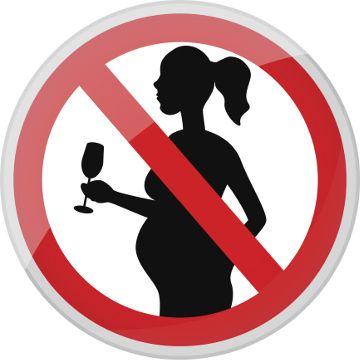 La raccomandazione alle donne incinte rimane quella di evitare del tutto gli alcolici durante i nove mesi di gravidanza e così anche il fumo!
