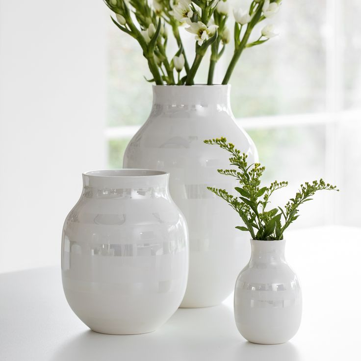 The elegant Omaggio pearlescent vase is a perfect design statement for the home. The discrete colour offers a warm comment to the…