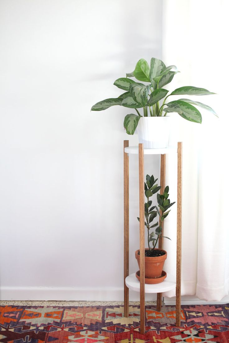 Make this Mid Century inspired plant stand to show off the houseplants you haven't killed!