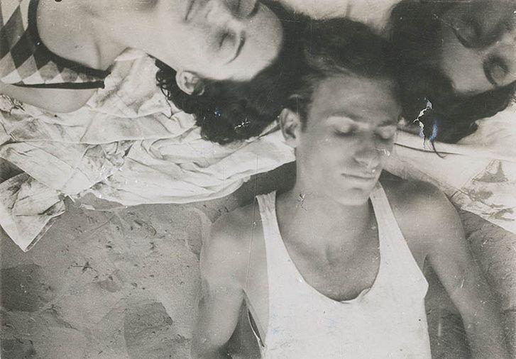 """Radnóti Miklós evezőstúrán Szigetszentmiklóson. A kép hátoldalán kézírásával: """"Evezőstúra. Szigetszentmiklós. L. Lilly, L. Edit. 1930. augusztus"""". A lányokról semmi közelebbit nem tudunk."""
