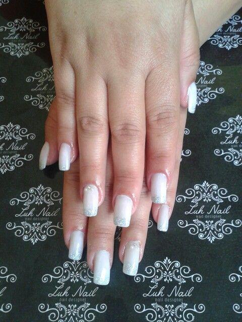 Aplicação de unhas em acrílico! #unhasdiva #alongamentoacrilico #amounhas #nailstyl #nailart #nailartist #amominhasunhas #noivas #manicuretop #unhasdeluxo #unhas #unhasdediva #alongamentodeunhas #unhasruidas #unhasdasemana #unhasdenoivas #unhasdeporcelana #pode #mghair #unhasbemfeitas #manicure