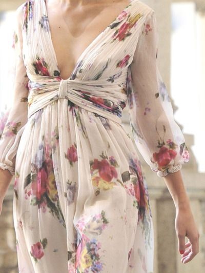 #street #fashion floral print detail Luisa Beccaria Milan @wachabuy