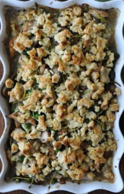 PALEO CHICKEN TETRAZZINI Recipe made with spiral cut zucchini .  Sounds delish!  http://kitcheniche.com/1/post/2014/12/paleo-chicken-tetrazzini.html