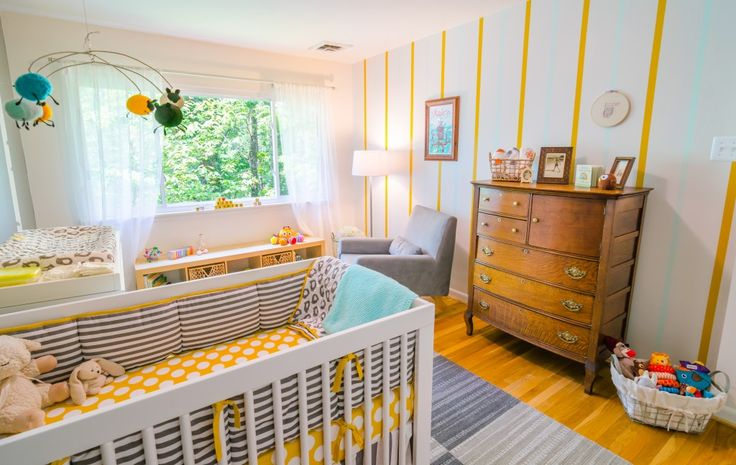 Love the pop of yellow in this modern nursery. #yellow #baby #nursery