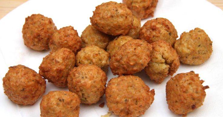 Mennyei Kölesfasírt recept! Ez egy kiváló kölesfasírt recept. Elkészítése egyszerű és nagyon finom. Kiváló lehet főzelékek betétjeként, de krumplipürével önmagában is kiváló étel.