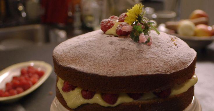 Het nagerecht hot milk cake komt uit het programma Koken met van Boven. Lees hier het hele recept en maak zelf heerlijke hot milk cake.
