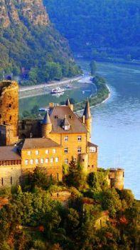 Schonburg Castle Rhine River, Germany (84 pieces)