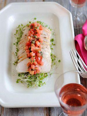 【ELLE a table】しっとり鶏ハムのサラダ ソース・ヴィエルジュ添えレシピ|エル・オンライン