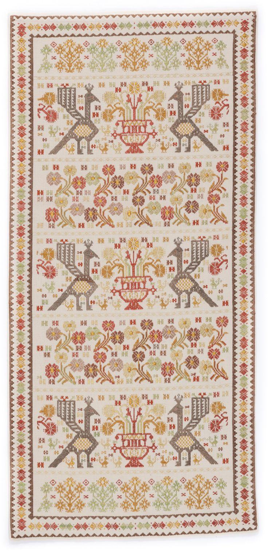 Arazzo Vasi e pavoncelle  Fitta decorazione per l'arazzo in cotone, seta e fili dorati, tessuto a mano su telaio tradizionale.  Laboratorio Tessile di Liana Ardu Lunamatrona