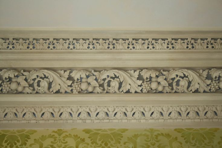 Highly ornate Georgian cornice and frieze in Regent Terrace property. Restoration by Mackenzie Hughes. Cornice Mouldings for Edinburgh Period Homes - Mackenzie Hughes