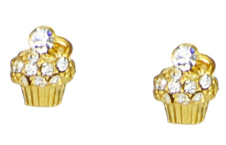 Brinco pequeno, folheado a ouro em formato de cupcake dourado e detalhes em mini cristais. Fechamento por tarraxa. Modelo fofo e super delicado, excelente para deixar seu look mais jovial e gracioso.