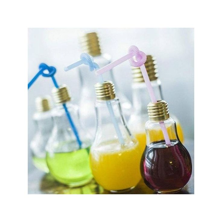 Oslňte originálním podáváním nápojů a hostům nalévejte do skleniček ve tvaru žárovky. Ideálnískleničky jak pro bary tak pro domácí oslavy a párty!   Technické údaje: Materiál: sklo Kapacita: 300 ml Krásný originální design Vhodné k podávání nápojů nebo jako dekorativní vázička na květiny