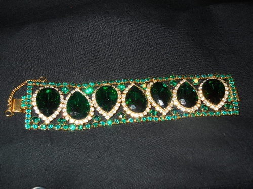 dating hattie carnegie jewelry This brooch is signed hattie carnegie i've seen this type of center stone in other  costume jewelry but don't know what it is actually called or what gemstone if.