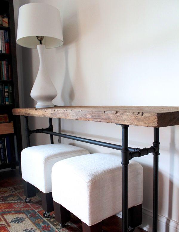 Mesa auxiliar con patas de tuberías viejas  Decoración original y