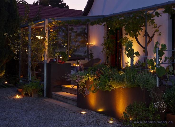 tolles gartenbeleuchtung fuer einen schoenen garten bei tag und nacht abzukühlen bild der bbefeeffceade night garden garden sheds