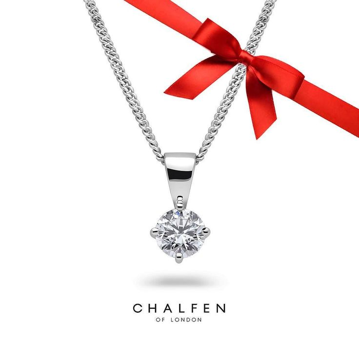 The classic @chalfen_of_london diamond pendant is 45% off the original price today and tomorrow - a must have accessory for any jewellery collection. To place your order and find out more please contact us via email: info@baileyandsons.co.uk #blackfriday #platinum #diamond #emerald #sapphire #ruby #handmade #jewellery #diamondjewellery #gold #berkhamsted #hertfordshire #london #watch #luxury #england #engagementring #wedding #weddingring #baileyandsons #raymondweil #frederiqueconstant…
