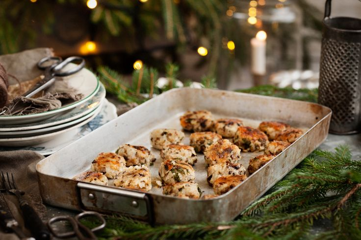 De här risbollarna med svamp och ost är en alltigenom angenäm upplevelse. Risbollarna blir mjuka och ostiga i konsistensen, med ett krispigt yttre som gör dem oemotståndliga.
