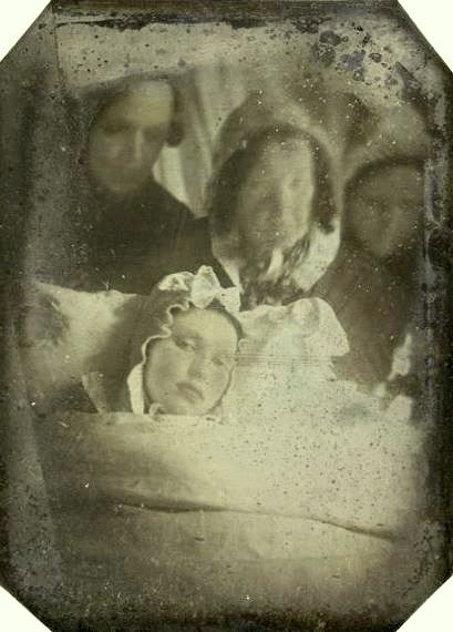 Deathbed portrait of woman and mourners, ca. 1840-501840 50, Mortem Photos, Post Mortem Photography, Postmortem Photographers, Victorian Mourning, Victorian Post Mortem, Victorian Postmortem, Deathbeds Portraits, Memento Mori