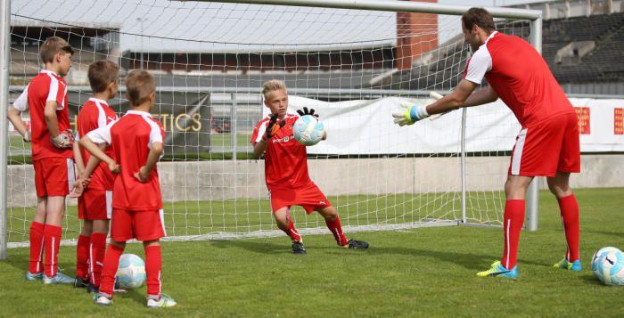 O prázdninách zamíří do Zruče na tréninkový kemp dětí brankář Petr Čech >>> http://plzen.cz/o-prazdninach-zamiri-do-zruce-na-treninkovy-kemp-deti-brankar-petr-cech/  #fotbal #Plzeň