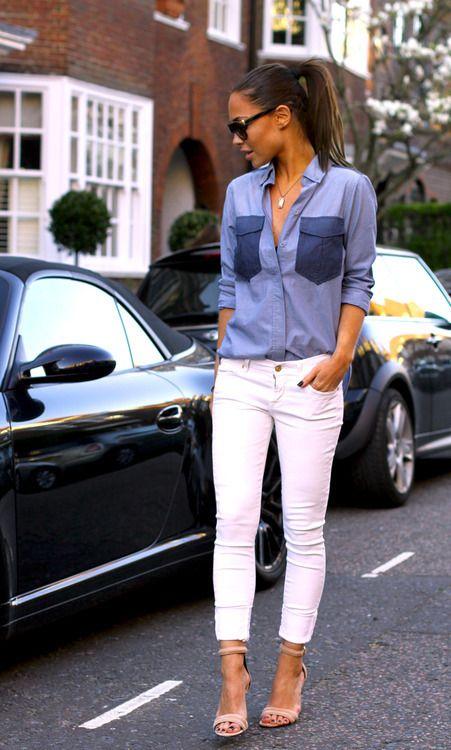 Chemise en jean couleur bleu, tenue sporty, lunettes de soleil, Denim shirt + white pants