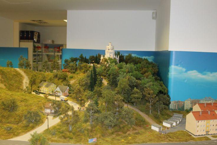 Battka fái csodálatosan díszítették a magasabb dombokat, a városi életképeket.
